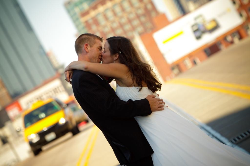 Bride and Groom Downtown Kansas City